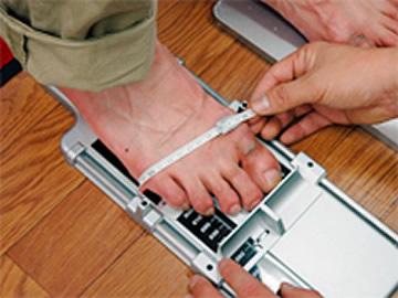 加重状態で足を測定