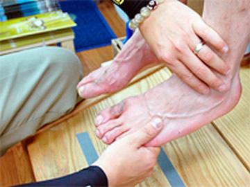 無加重で足の状態を確認